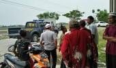 Ugal - ugalan di Jalan Pengendara Motor dihantam Mobil