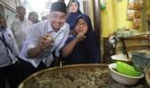 Makan Bakso Malingping, Andika Ajak Masyarakat Cintai Produk Lokal