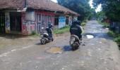 Pembangunan Jalan Perdesaan Kampung Ketug Desa Citeras Mangkrak