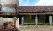 Sejak 1983 Belum Terjamah Pemerintah,Madrasah Uswatun Khasanah Jual Bangku Bekas Buat Beli Genteng.
