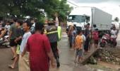 Protes Kebanjiran, Warga Bojonegara Demo Blokir Jalan