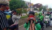 Lawan Masker Mahal Jurnalis dan Kreatif Bagi-bagi Masker Merah-putih