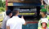 Kedapatan Bawa Mobil Travel Pemudik Dalam Truk Hendak Menyebrang Pulau Sumatera Diamankan Petugas Kepolisian