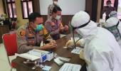 Jelang Hari Bhayangkara Ke 74, Ratusan Personel Polres Serang Jalani Rapid Test