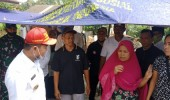 Suasana Haru Terjadi Saat Wali Kota Serang Berikan Bantuan Sembako Kepada Korban Kebakaran di Walantaka