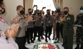 """Kapolda Banten dan PJU, Kunjungi Kediaman Danrem 064/MY Berikan Surprise HUT TNI Ke-75 """"Sinergi Untuk Negeri"""""""